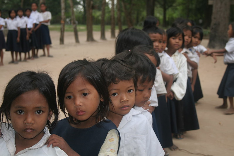 khmer kids waiting for noodles