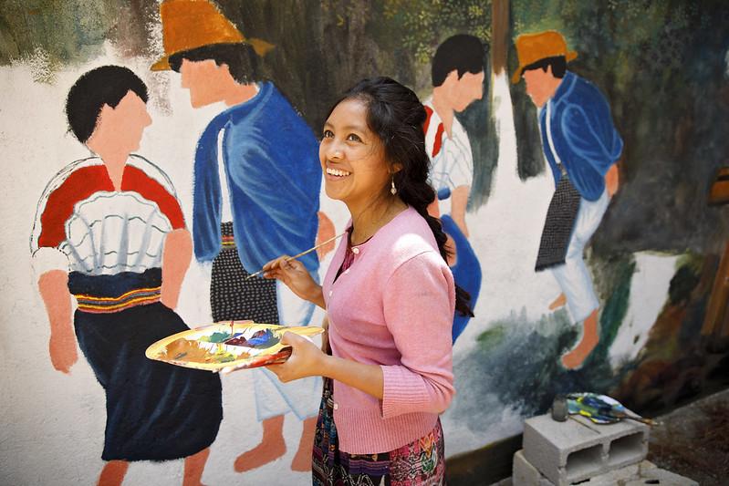 Artist Delia Cumez paints