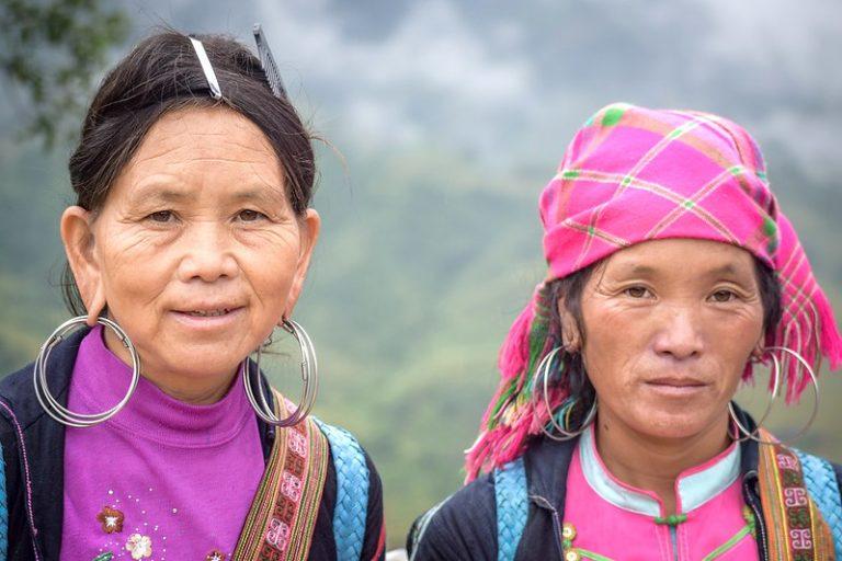 2 Hmong women